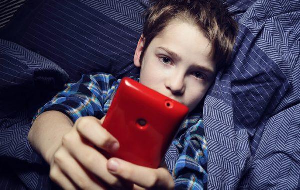 Jak zabezpieczyć telefon i tablet Twojego dziecka?
